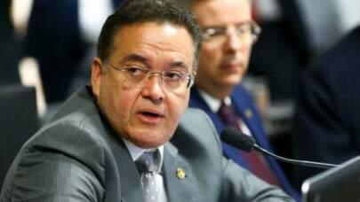 Aliado de Bolsonaro já havia protocolado CPI da Covid ampla, contra governadores e prefeitos; Tema segue em discussão
