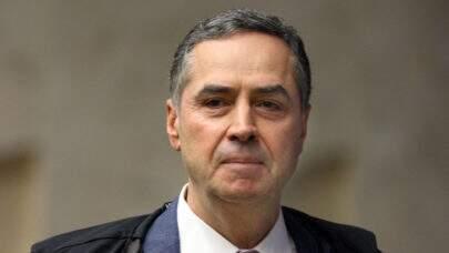 """Juízes defendem Barroso após críticas de Bolsonaro sobre a """"falta de coragem"""" do ministro"""
