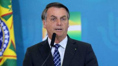 Em conversa com apoiadores, Bolsonaro diz que não pode interferir no Senado e volta a criticar Barroso