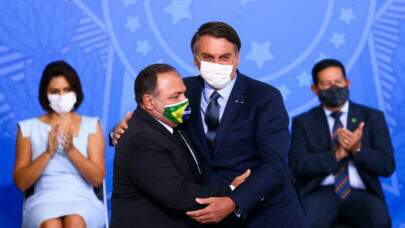"""Bolsonaro diz que o trabalho de Pazuello em Manaus, durante crise de oxigênio, """"foi muito bem feito"""""""
