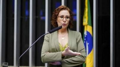 Carla Zambelli entrou com uma ação para impedir que Renan Calheiros seja o relator da CPI da Covid