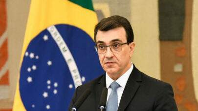 Carlos França é convocado para explicar atitude de embaixador que subiu o tom com jornalista francês