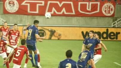 Cruzeiro marca na reta final do jogo contra América-RN e avança na Copa do Brasil