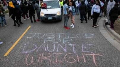 Policial acusada de matar Daunte Wright nos EUA paga US$ 100 mil de fiança e é solta