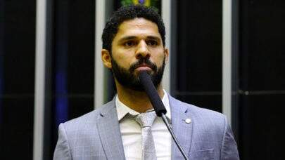 "Deputado David Miranda denuncia Bolsonaro na PGR por ""ato ilegal e lesivo à ordem democrática"""