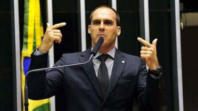 """Eduardo Bolsonaro se refere a deputadas como """"portadoras de vagina"""" fazendo associação com a gaiola das loucas"""