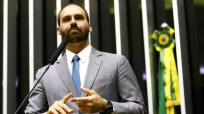 Eduardo Bolsonaro volta a criticar medidas restritivas e defende a abertura de igrejas