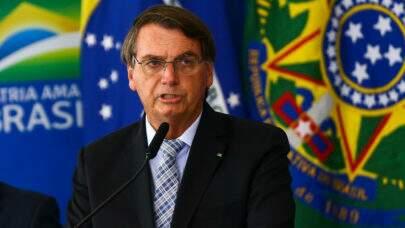 Bolsonaro diz que Fiocruz entregará 18 milhões de vacinas contra a covid em abril