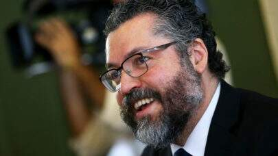 Popularidade de Ernesto Araújo aumenta e ele é incentivado a se candidatar às eleições 2022