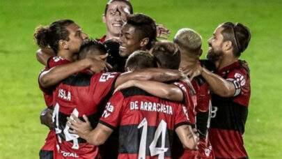 Flamengo anuncia leilão de camisas autografadas usadas na Supercopa para ação contra a fome