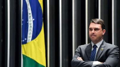 Flávio Bolsonaro nega ter voado de FAB após final de semana no Ceará e acusa reportagem de fake news