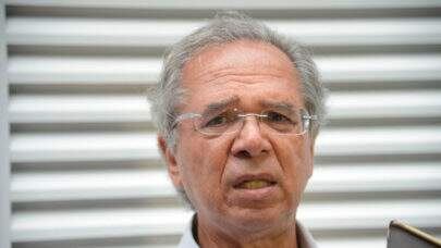 Com estimativa de ultrapassar R$ 100 bilhões, Guedes afirma que 'só despesas para preservar vidas e empregos estão fora do teto'