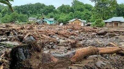 Inundações deixam pelo menos 44 mortos na Indonésia