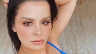 """Maraisa faz selfie de biquíni na beira da piscina e curte noitada: """"Tava assim"""""""