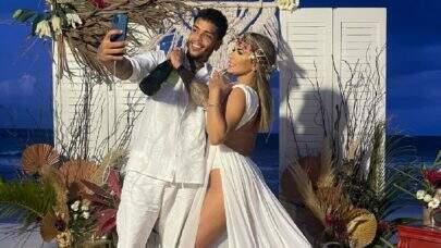 """MC Kevin se casa com Deolane Bezerra e vira meme após fumar na cerimônia: """"Começou"""""""