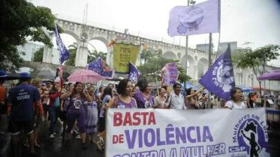 Bolsonaro diz que pode vetar Lei que estabelece igualdade salarial; Senadoras se unem para pressionar o presidente