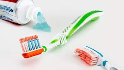 Higiene bucal pode ajudar a previnir Alzheimer, indica estudo