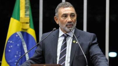 Senador denunciado junto com Salles de haver ocultado uma extração de madeira ilegal no AM, chama delegado de 'xiita' e 'covarde'