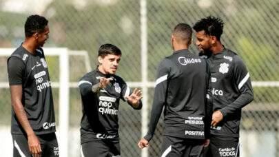 Corinthians retoma treinos no CT sem previsão de voltar a jogar