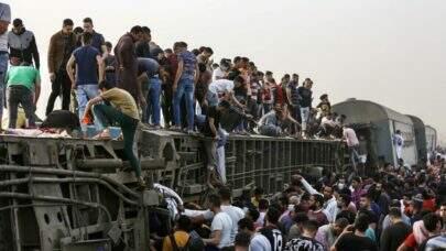 Descarrilamento de trem no Egito deixa cerca de 100 pessoas feridas