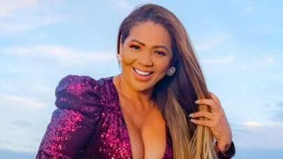 """De vestido transparente, mãe de Lexa surge sambando em vídeo carnavalesco: """"Que mulher!"""""""