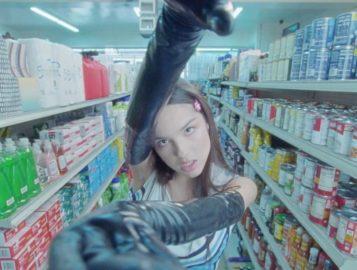 """Olivia Rodrigo é uma líder de torcida no clipe de """"good 4 u"""""""