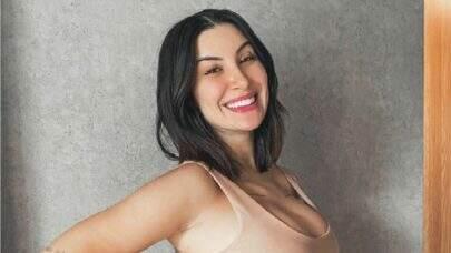 "Bianca Andrade exibe barriga e comove web ao comentar sobre gravidez: ""Apaixonante"""