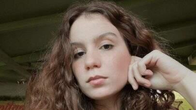 """Carol Biazin arrasa em versão acústica de """"Tentação"""" e bomba na web"""