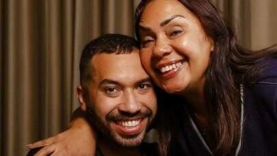 """Comovida, mãe do ex-BBB Gil fala sobre os ataques homofóbicos feitos ao filho: """"Como me dói"""""""