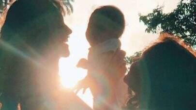 """Débora Nascimento faz homenagem ao Dia das Mães: """"Agradeço por me ensinarem sobre humanidade"""""""