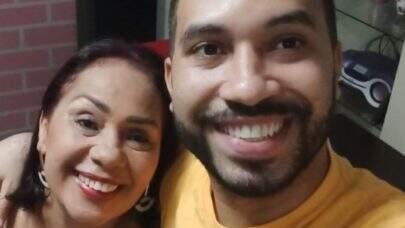 Mãe de Gil do Vigor está aprendendo inglês por causa da fama do filho