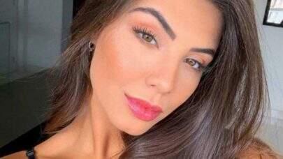 """Gabriela Versiani posta foto com look confortável e fãs reagem: """"Muito estilosa"""""""