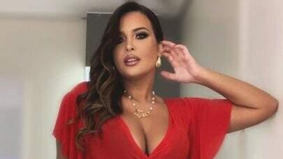Geisy Arruda posa com modelito vermelho e impressiona seguidores