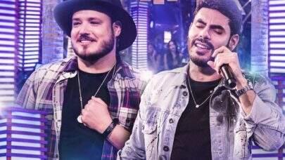 """Ex-BBB Rodolffo e dupla Israel agitam a noite do BBB21 com hit """"Batom de Cereja"""" e surpreendem os brothers"""