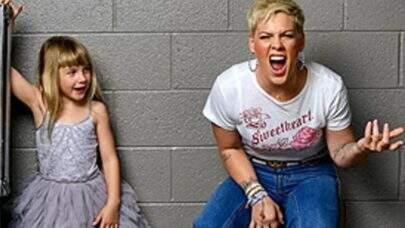 Dia das Mães: Confira mamães cantoras que gravaram clipes ao lado dos filhos e agitaram a web