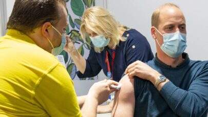 Príncipe William recebe a primeira dose da vacina contra a Covid-19
