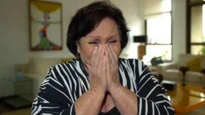"""Emocionada, Mãe de Paulo Gustavo relembra despedida: """"Meu filho passou como um cometa"""""""