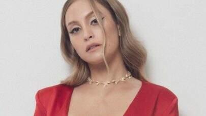 Carla Diaz encanta com segundo look para receber o prêmio Rede BBB: 'Não vai dar tempo de trocar'