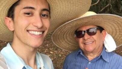 """Filho de Solimões, Gabeu compartilha críticas sobre 'queernejo': """"Muitos não gostaram, não entenderam"""""""