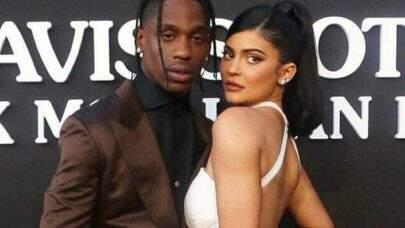 Kylie Jenner e Travis Scott são vistos juntos em jatinho particular e acendem rumores de reconciliação