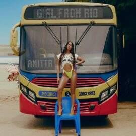 """""""Girl From Rio"""" cai nas paradas e fãs de Anitta culpam gravadora"""