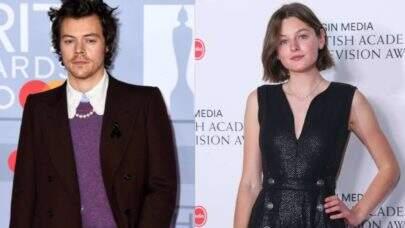 São divulgadas novas imagens de Harry Styles e Emma Corrin nas gravações de 'My Policeman'; confira!