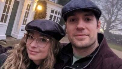 """Henry Cavill rebate críticas após assumir relacionamento: """"É hora de parar"""""""