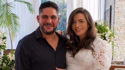"""Jorge, da dupla com Mateus, posa com esposa Rachel Boschatti, que está grávida: """"Ansioso"""""""
