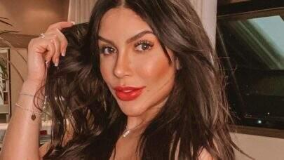 Lunna LeBlanc, Miss Bumbum Minas Gerais, exibe boa forma em frente ao espelho e choca web