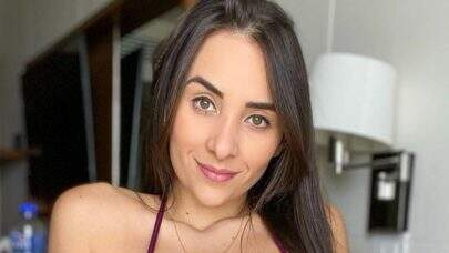 "Irmã de Juliana Caetano exibe corpo sarado de buquíni e ostenta boa forma: ""Perfeita"""