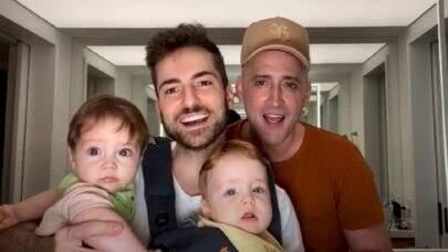 """Thales Bretas, viúvo de Paulo Gustavo, surge com filhos Gael e Romeu e comove web: """"Anjinhos!"""""""