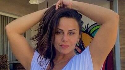 """Viviane Araújo posa bem à vontade com look de Anitta e ostenta saúde: """"Plena"""""""