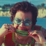 """Nova versão de """"Watermelon Sugar"""", música do Harry Styles, é lançada de surpresa na web; confira!"""