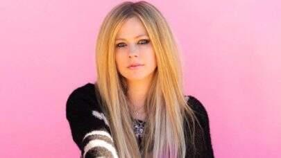 Nova era? Avril Lavigne aparece com visual colorido e faz anúncio sobre seu próximo álbum